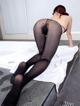 T裆黑裤袜无内美女大胆浴室图