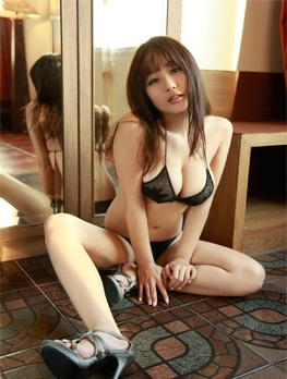 西田麻衣诱惑爆乳写真集