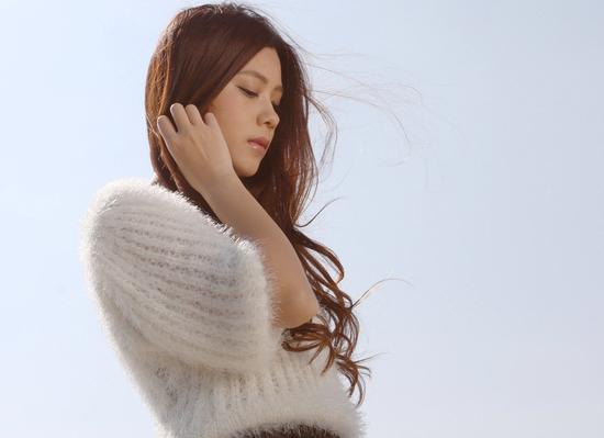 朱婧宣传《寂寞烟火》MV首播 献给城市里每一颗孤独的心