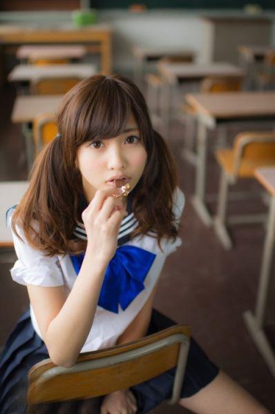 日本19岁大胸长腿嫩模佐野雏子曝赤身网络迅速走红