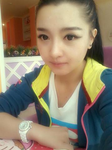 西藏大学校花网络走红 美女型惹人怜爱