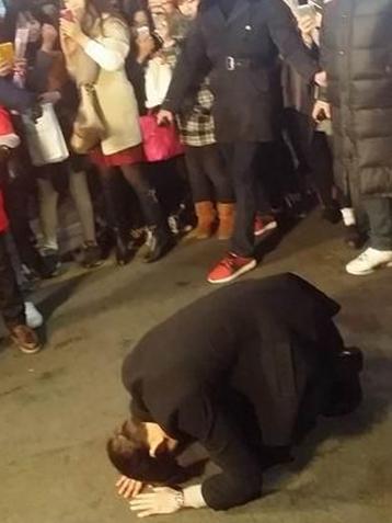 新片《技术者们》上映已突破百万 金宇彬当街下跪感谢
