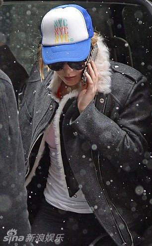 詹妮弗-劳伦斯大雪天仍坚持健身