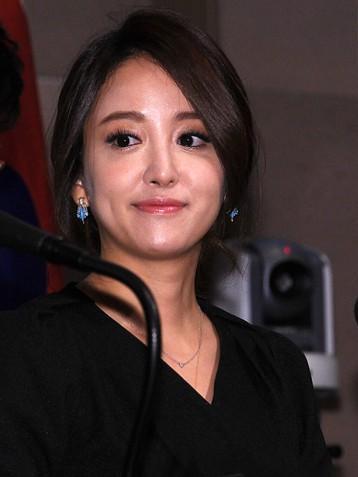 韩国演员李世恩宣布结婚 对方是富国证券老板的儿子
