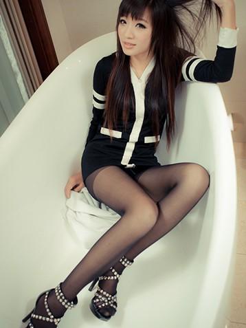 黑丝美女小妞浴缸图片
