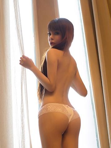 大胆小美女翘臀图片