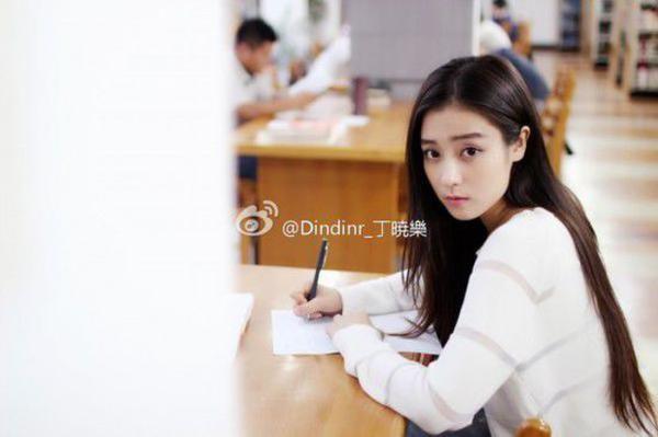 厦大美女丁晓乐毕业照网络走红4