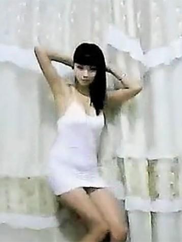 白色衣服美女国产慢摇视频