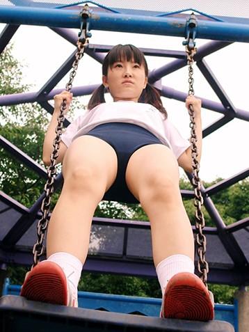 日本萝莉妹子脱裤子