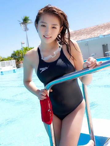 筱崎爱经典泳衣写真图片