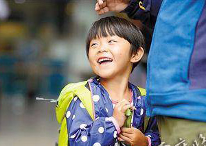 4岁女童随父母游中国 1岁半开始已徒步旅行半个中国