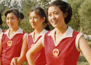 倪萍晒30年前照为女排点赞 岁月真是把杀猪刀!