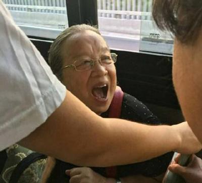 网友公车上偶遇容嬷嬷 还记得当年最爱欺负紫薇的容嬷嬷吗?