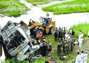 韩国大巴吉林坠桥已致11人死亡17人受伤