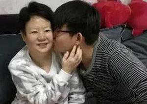 小伙自己配药救回癌症晚期母亲 孝心就是最好的良药!