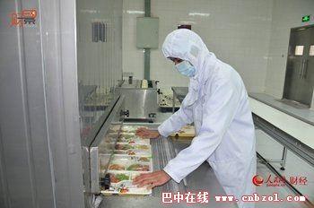 高铁盒饭制作过程曝光 不好吃为啥还那么贵