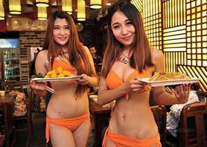 南京一餐厅聘比基尼美女端菜 男顾客眼珠子都要掉下来了