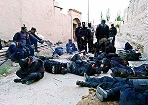 致敬!新疆警察感动网友 他们才是最可爱的人