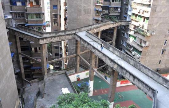 重庆再现魔性建筑 简直让人抓狂!