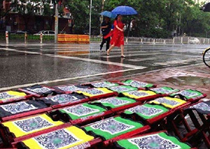 共享马扎现身北京 网友:不扫码也能直接坐了