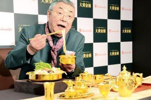 """日本展出奢华""""黄金饭桌"""" 价值人民币590万元"""