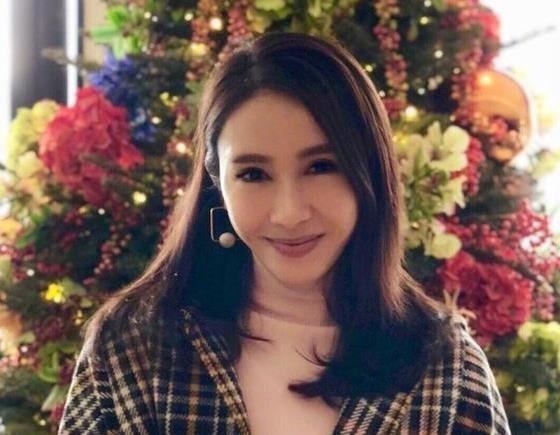 46岁阔太黎姿近照曝光 看起来完全是少女!